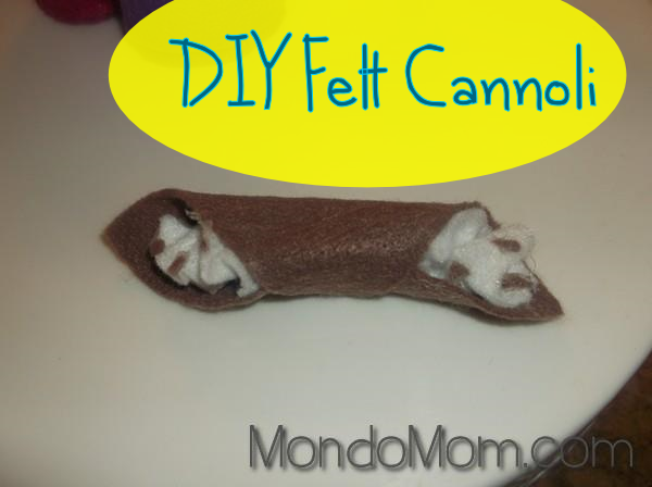 Felt cannoli: DIY play food
