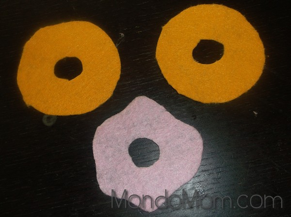 DIY felt donut: cut shapes