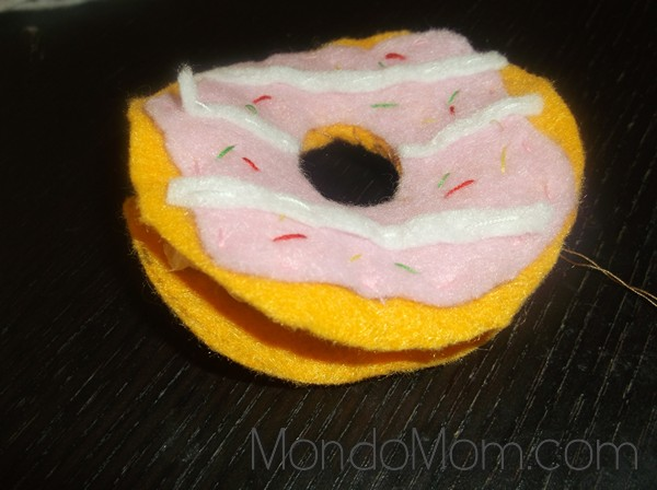DIY felt donut: sew along inner circle