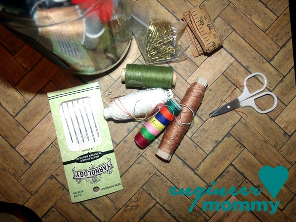 DIY sewing kit {gift idea}