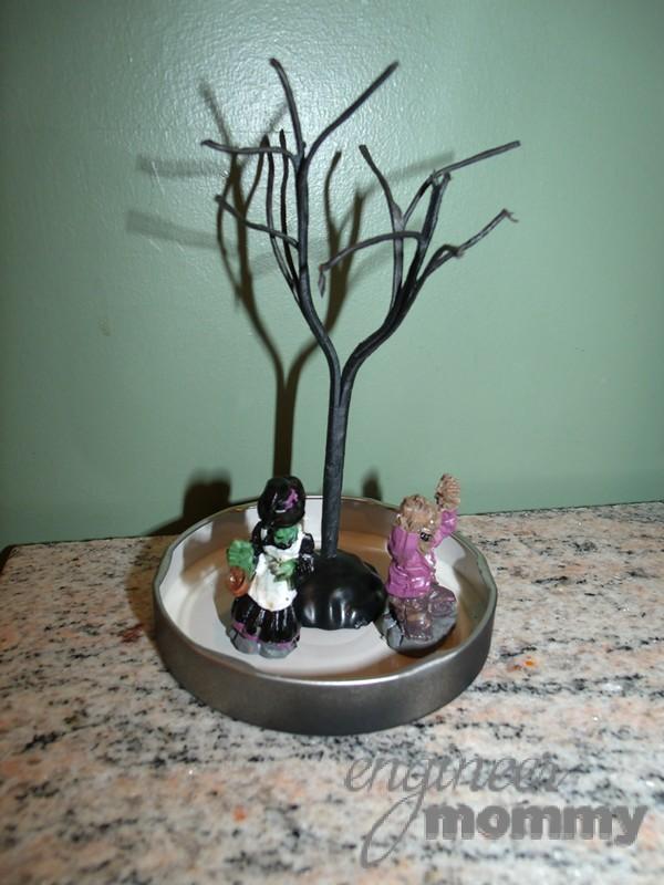 DIY Halloween Mason Jar Snowglobe