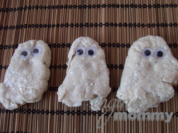 Halloween for Kids: Playdough Ghosts