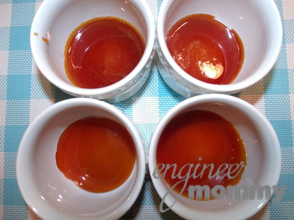Adding the caramelized sugar to the cups