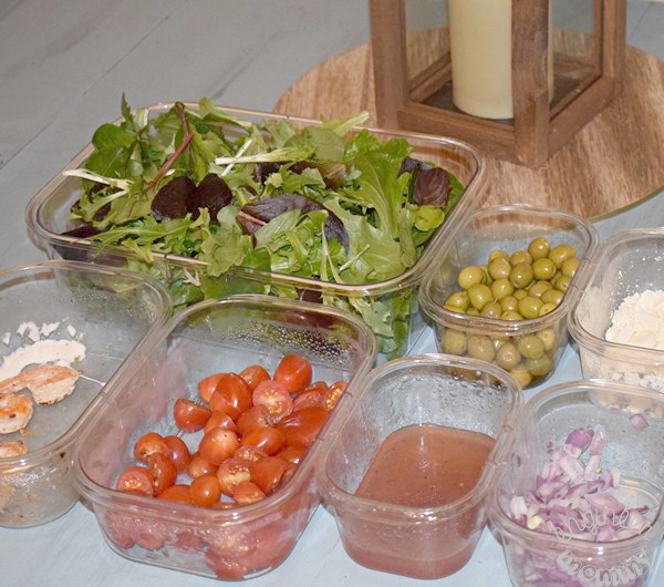 Homemade Salad Bar: A Meal Planning Idea