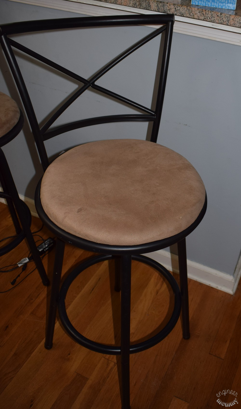 Foolproof Way To Reupholster Bar Stools